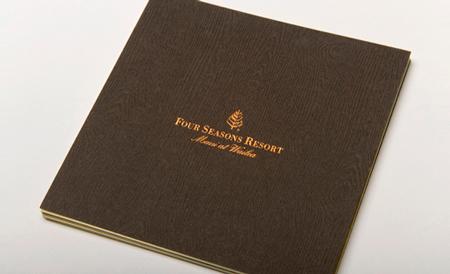 su-dung-giay-in-trong-thiet-ke-brochure